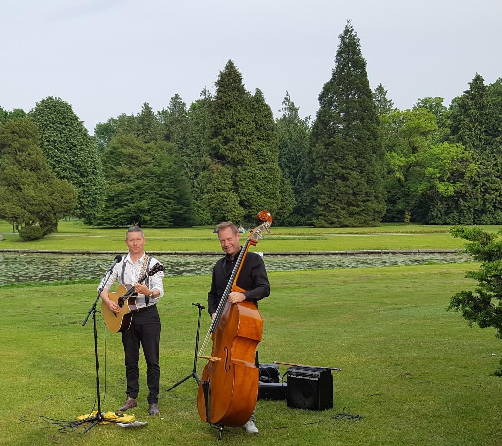 Bruiloftmuziek buiten